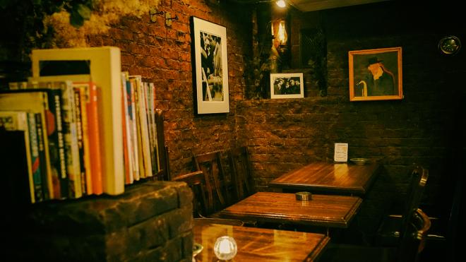 Một góc không gian của quán gợi tôi nhớ về Era cafe.